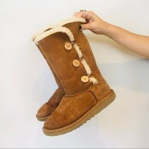 Uggs button classic lined boots